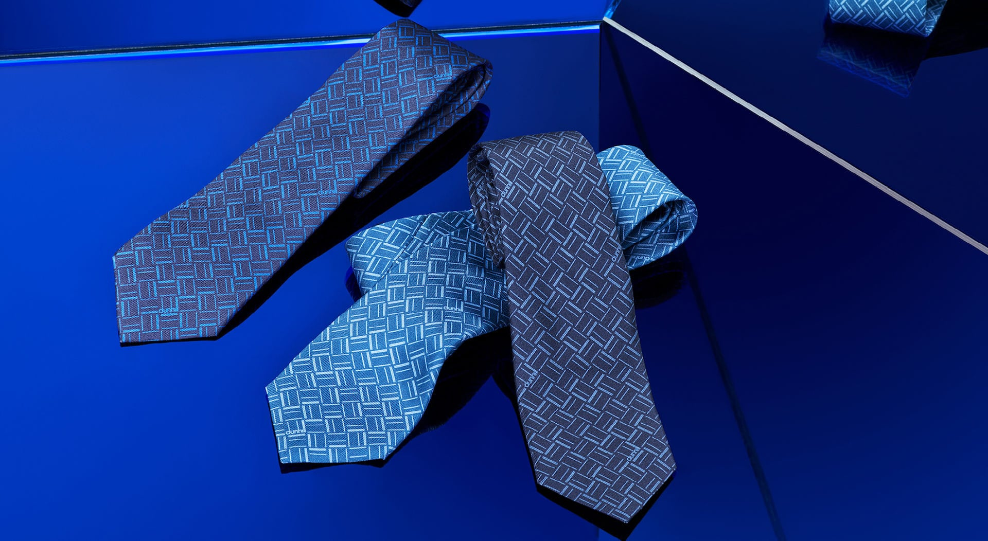 ESSENTIALS GIFTS: TIES