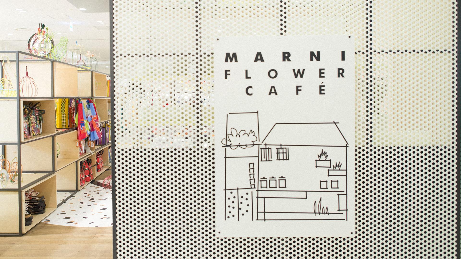 Gros plan sur l'entrée du Marni Flower Cafè